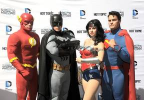 Justice League news and updates: Justice League unconventional costumes released