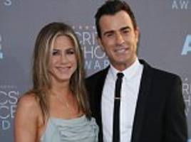 jennifer aniston's team deny magazine claim she's split from justin theroux after brangelina bombshell
