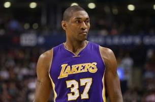 Metta World Peace re-signs with the Los Angeles Lakers