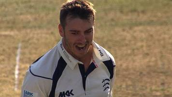 County Championship: Middlesex's Toby Roland-Jones checks Yorkshire title bif