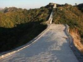 Authority pours cement on the Great Wall of China to restore the derelict landmark