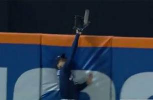 ender inciarte makes heroic catch, robs yoenis cespedes of game-winning home run