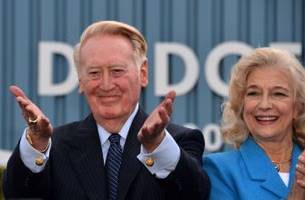Los Angeles Dodgers: Giants to Honor Vin Scully in His Final Game