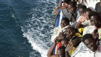 Egypt migrant boat capsize: Hundreds feared dead