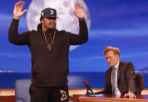 marshawn lynch would rather see kaepernick take a knee than stand up and get murdered