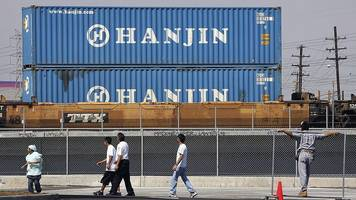 shares of troubled shipping firm hanjin jump 28%
