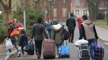 more migrants are packing their bags for the trip home
