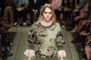 model student says mum was inspiration behind catwalk career as she becomes burberry it girl
