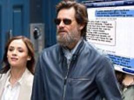 Jim Carrey's ex-girlfriends husband claims he gave her STD