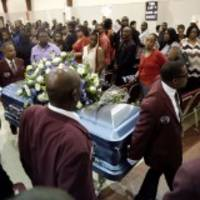 more than 1,000 people pay their respects to terence crutcher at his funeral