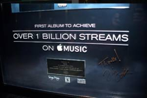 Drake's Views is the first album to hit 1 billion streams on Apple Music