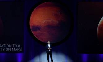elon musk is talking about going to mars like it's an apple event