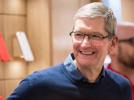 apple ceo tim cook was blunt when discussing the end of blackberry phones (aapl)