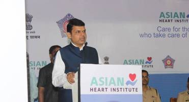 cm devendra fadnavis and asian heart institute launch 'cardiac-screening' and cpr training program for mumbai police