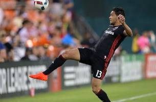 neagle nets goal, assist to lead united past crew