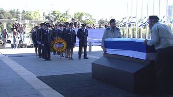 thousands due at peres coffin as it lies in state