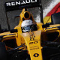 magnussen feels the heat