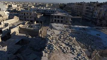 Syria conflict: Aleppo hit air strikes and barrel bombs