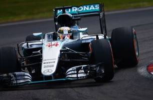Lewis Hamilton takes pole for Malaysia Grand Prix