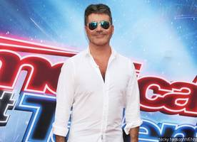 uh-oh! did simon cowell just expose himself on tv?