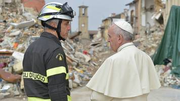 italy earthquake: pope francis makes surprise visit to amatrice