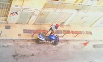 Motorcycle Thief Gets Creative When The Alarm Starts