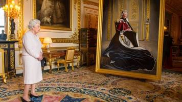 queen unveils portrait marking british red cross role