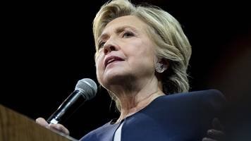 Hillary Clinton 'cannot recall' email server details