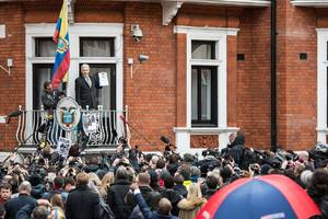 Ecuador says it disconnected Julian Assange's internet because of Clinton email leaks