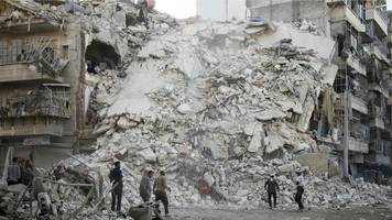 syria war: russia halts aleppo bombing for humanitarian pause
