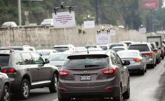 Uber Employing Drones to Display Ad Messages to Drivers in Traffic Jams