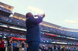 Keith Williams Jr. sings outstanding National Anthem | Cubs at Dodgers | NLCS Game 3
