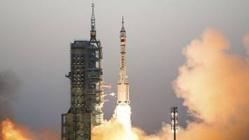 china's shenzhou 11 docks at tiangong 2 space station