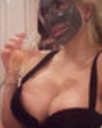 Courtney Stodden ditches knickers for commando champagne facial