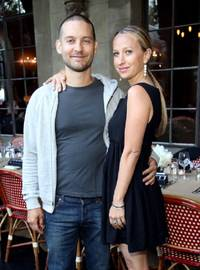 tobey maguire-jennifer meyer divorce:  couple calls kids priority, but  forces them to share parental pain