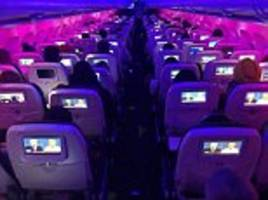 Virgin America passengers watch third presidential debate together