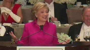 Hillary Clinton shows funny side at charity dinner