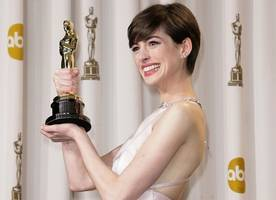 anne hathaway admits she faked happiness during her 2013 oscar win