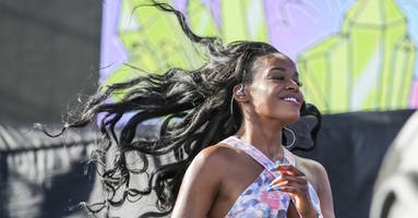 "Azealia Banks Responds to RZA, Says He's Trying to ""Gaslight"" Her"
