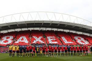 Extraordinary scenes as Anthony Foley's sons join Munster team on pitch for song after rout of Glasgow