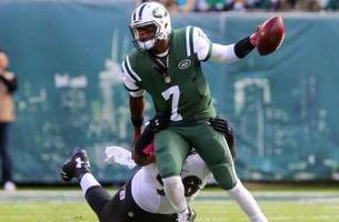 Jets QB Geno Smith replaced by Ryan Fitzpatrick after suffering knee injury
