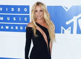 Britney Spears Almost Flashes Her Breasts During On-Stage Wardrobe Malfunction