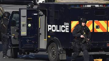 northolt armed stand-off ends as police enter house