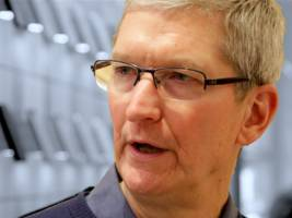 apple is sitting on 'a powder keg of dramatically aging' iphones (aapl)