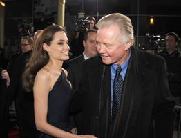 angelina jolie pissed at her estranged father jon voight for talking to brad pitt on their divorce issue
