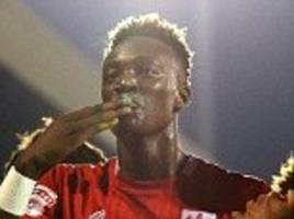 chelsea prodigy tammy abraham named efl young player of the month after unstoppable bristol city form