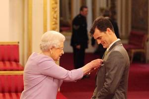 tennis star jamie murray caps off incredible year by receiving his obe from the queen