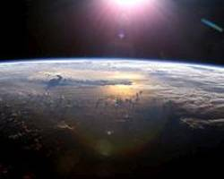Semi-volatile organic compounds diffuse between atmospheric particles