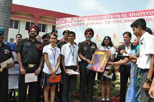 Students hand over 40,000 Diwali cards for soldiers in Bengaluru