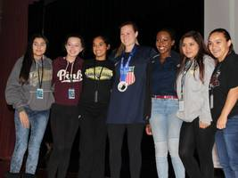 olympian lyndsey fry speaks to jths athletes